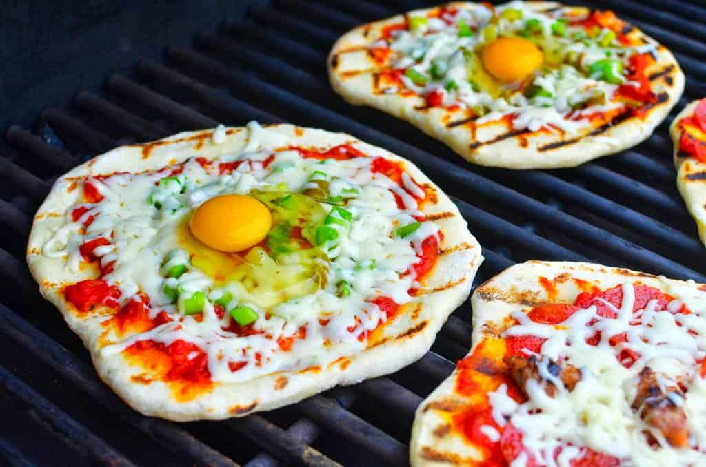 Grilled Pizza with Egg (and peppers and onions.) Plus pepperoni and ...